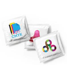 Kondomer med tryck på folien